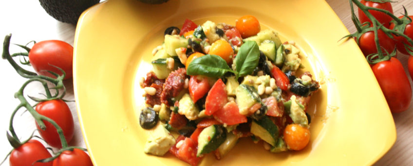 Tomatensalat mit Oliven und Physalis