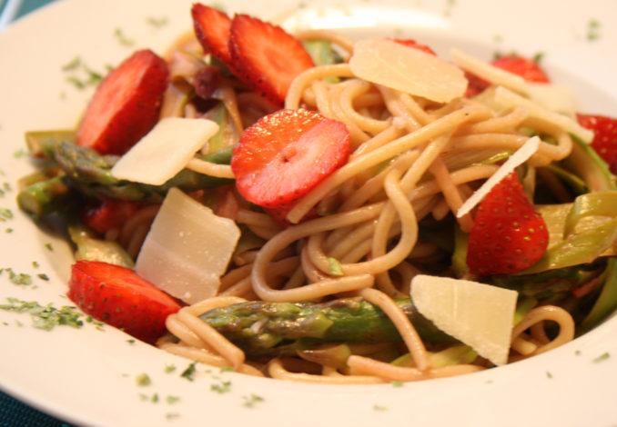 Erdbeer-Spargel-Pasta