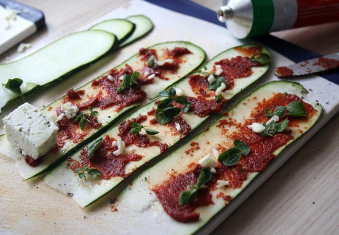 Gegrillte Zucchini-Röllchen