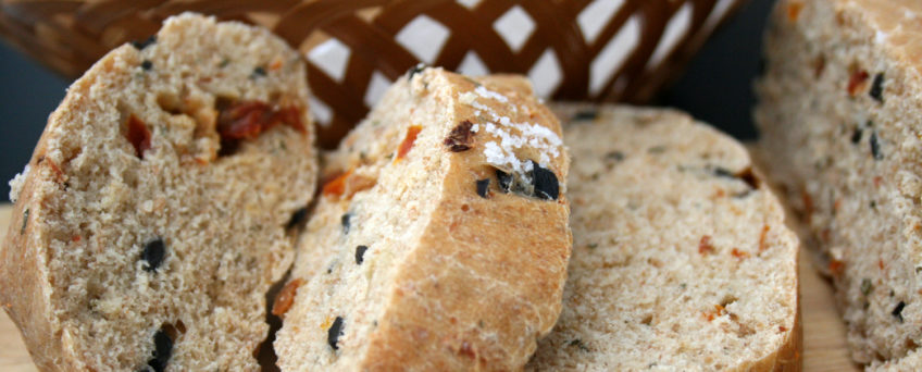 Tomaten-Oliven-Focaccia mit Rosmarin