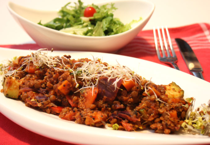 Quinoa-Gemüse-Pfanne mit Berglinsen