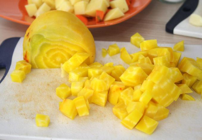 Gelbe-Bete-Suppe