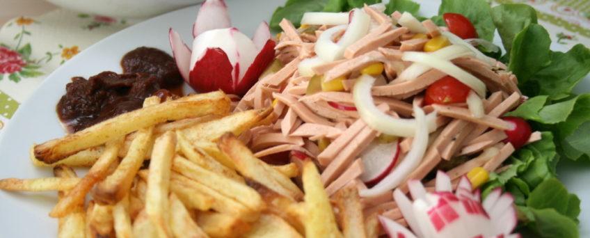 Wurstsalat mit Pommes