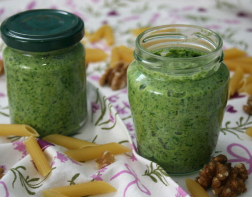 Feldsalat-Walnuss-Pesto