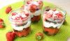 Erdbeer-Rhabarber-Schichtdessert